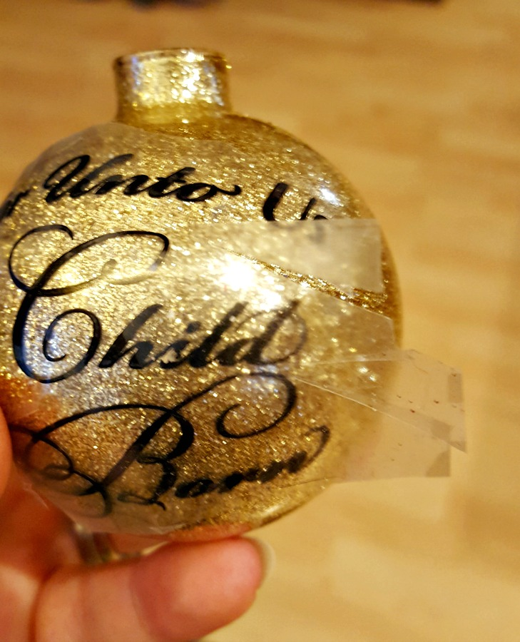 applying vinyl to glitter ornaments diy