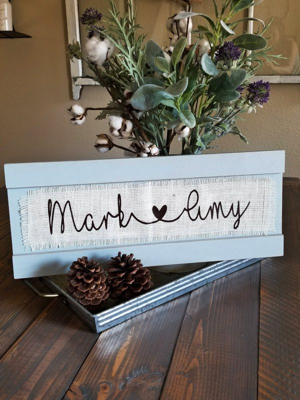 Learn How to Easily Apply Vinyl on Burlap!