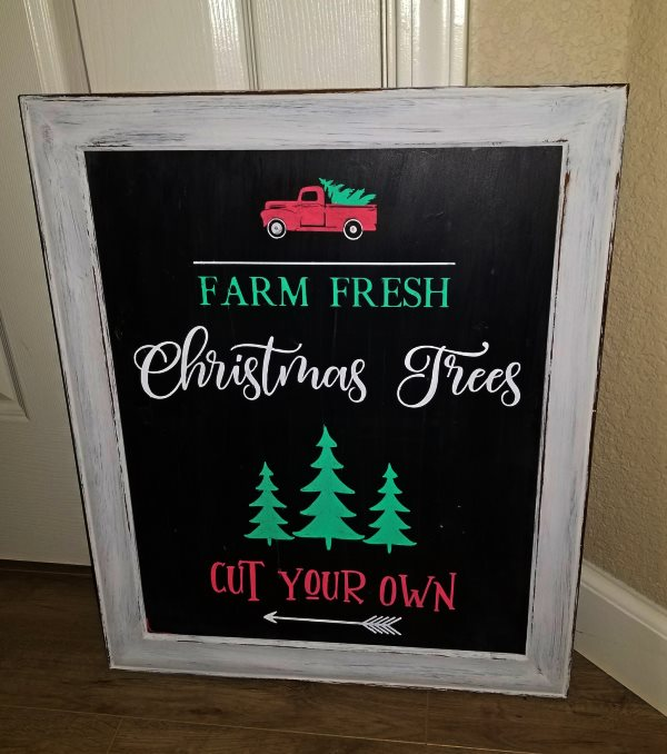 diy christmas tree sign using chalk markers