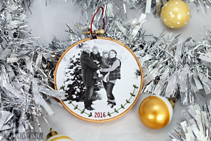 tutorial for a christmas ornamen family photo