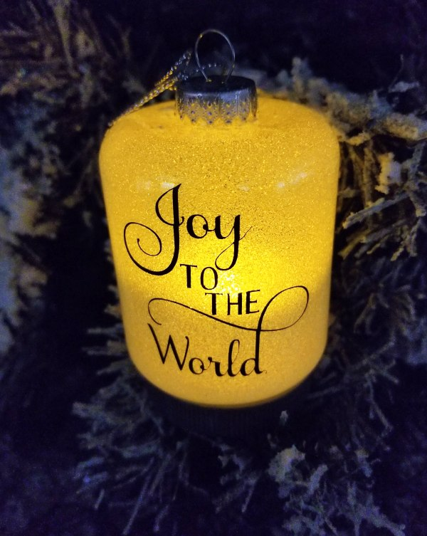 How to Make Glitter Ornaments That Are Elegant and Cheap!