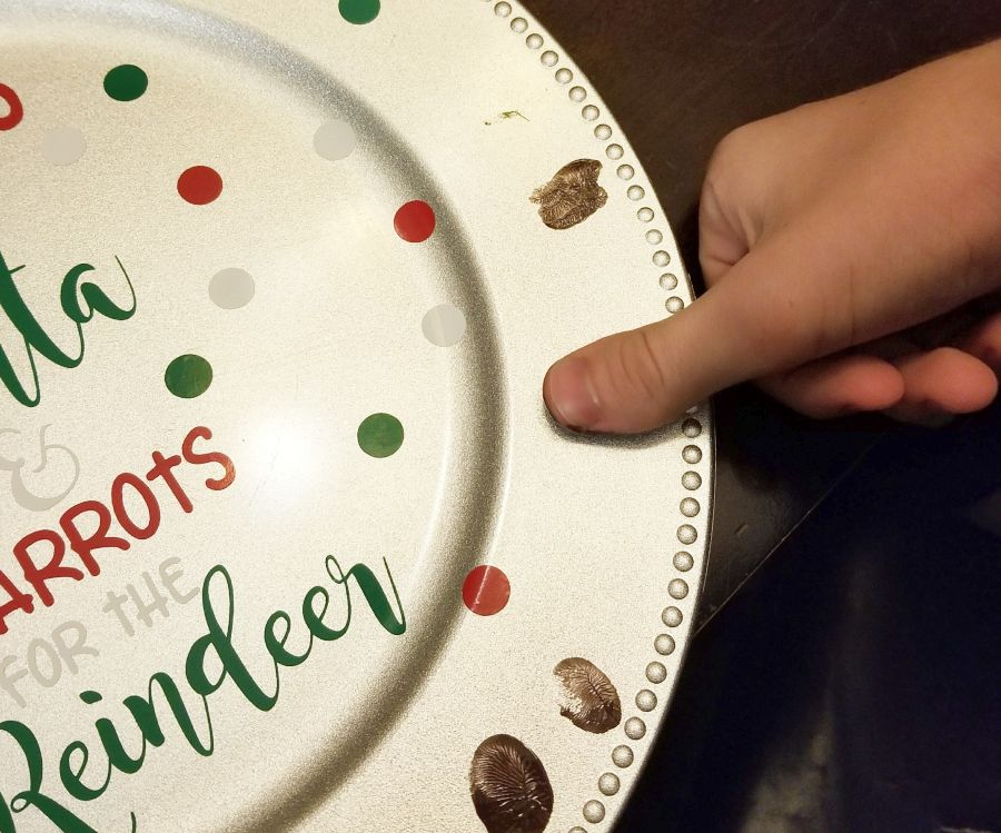 making reindeer heads with thumbprint
