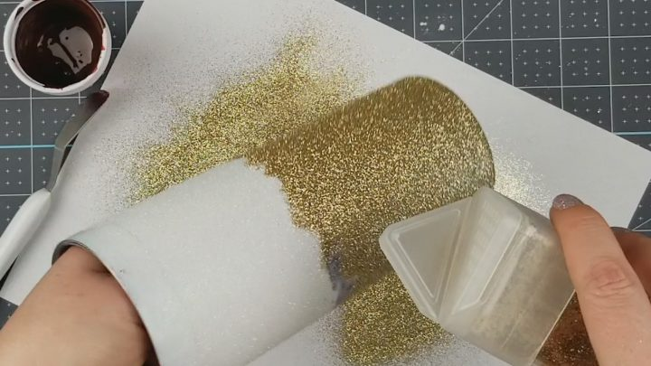 applying glitter to ombre tumbler