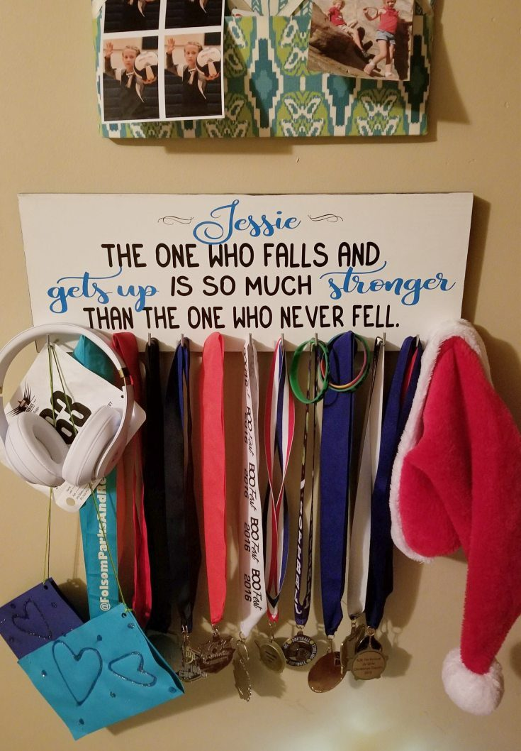 DIY Medal Hanger: Make a Cute Sign to Display Medals with FREE SVG Files