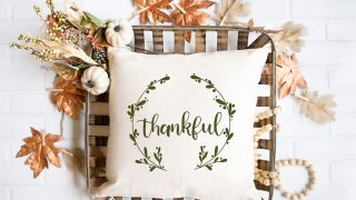 FREE Thanksgiving SVG file | DIY Fall pillow ideas