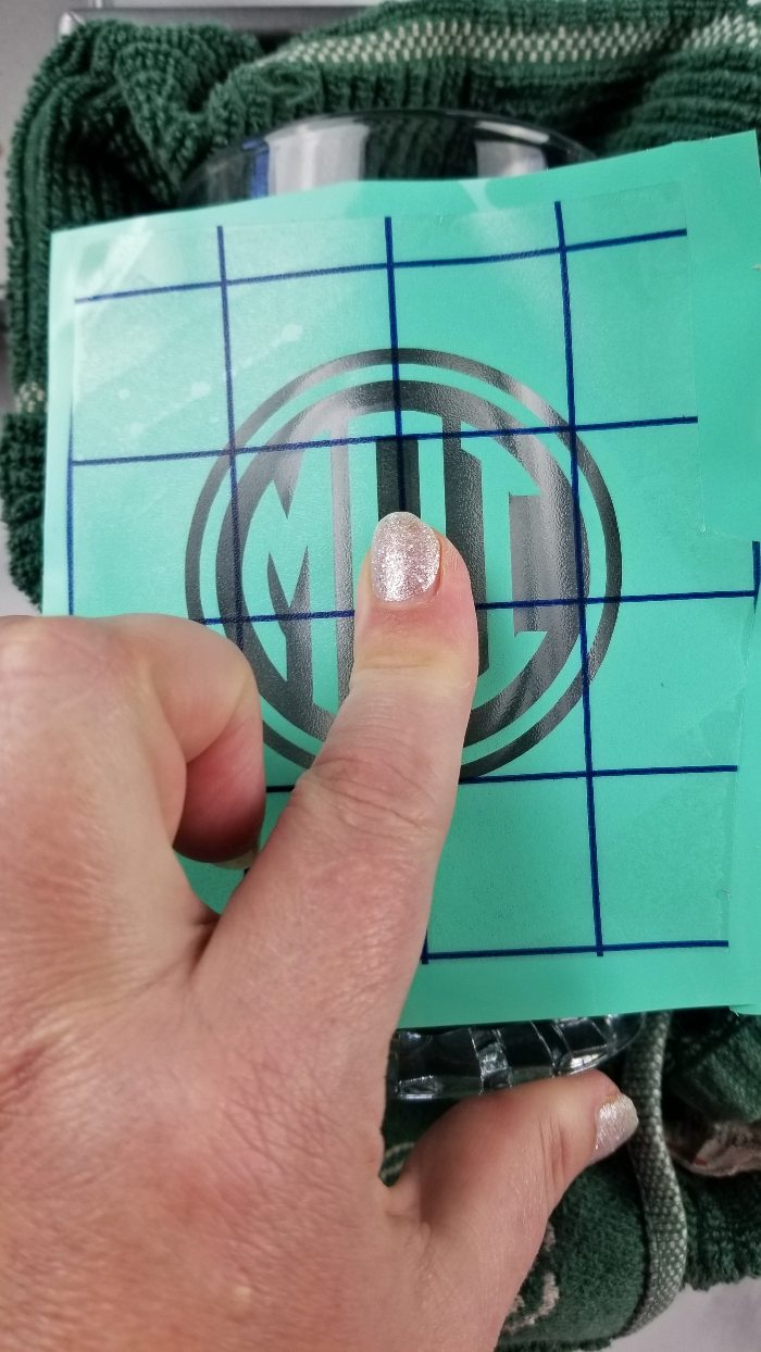 how to apply stencil to glass