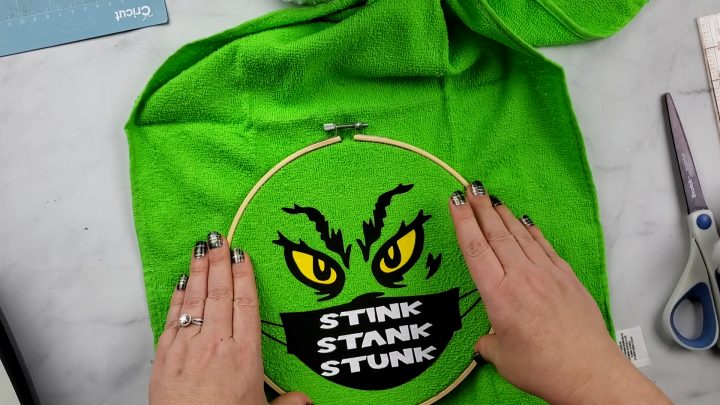 embroidery hoop grinch craft