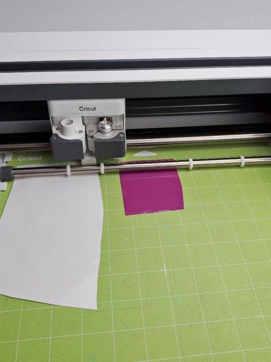 cutting vinyl cricut