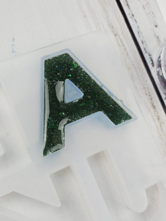 how to make resin keychains letters