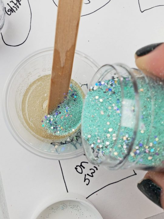how to make resin keychains mixing