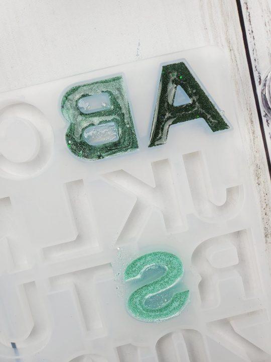 making epoxy resin keychains