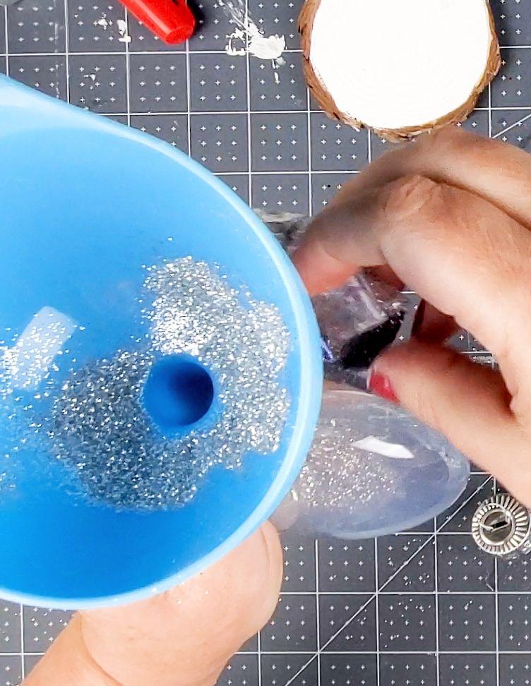 putting glitter in ornament